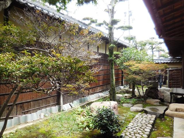 立派な家や庭ですが、、、。_d0251191_9195321.jpg