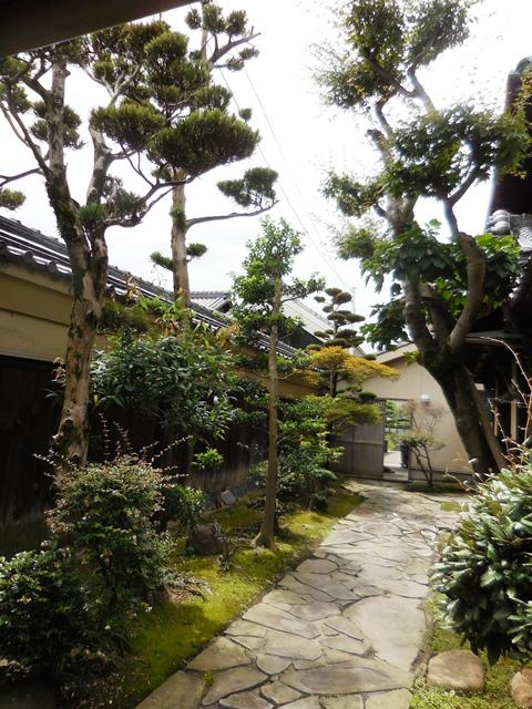 立派な家や庭ですが、、、。_d0251191_920115.jpg