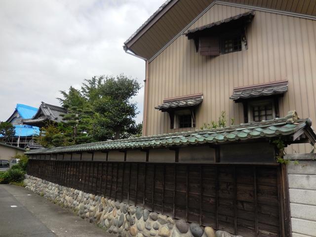 立派な家や庭ですが、、、。_d0251191_9202143.jpg