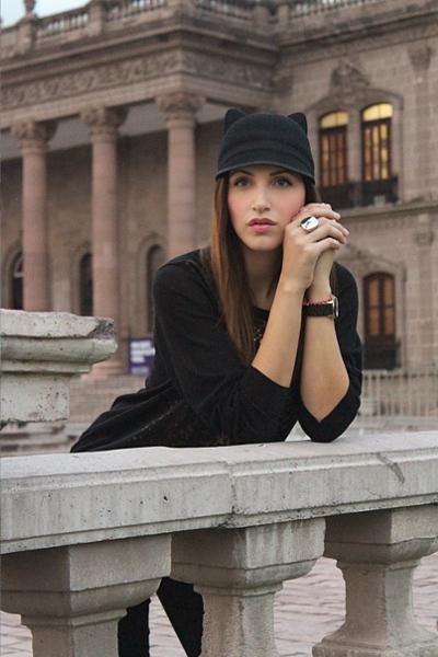 「猫耳」ファッション大好きなアメリカの人気歌手やセレブの影響で・・・_b0007805_10123437.jpg