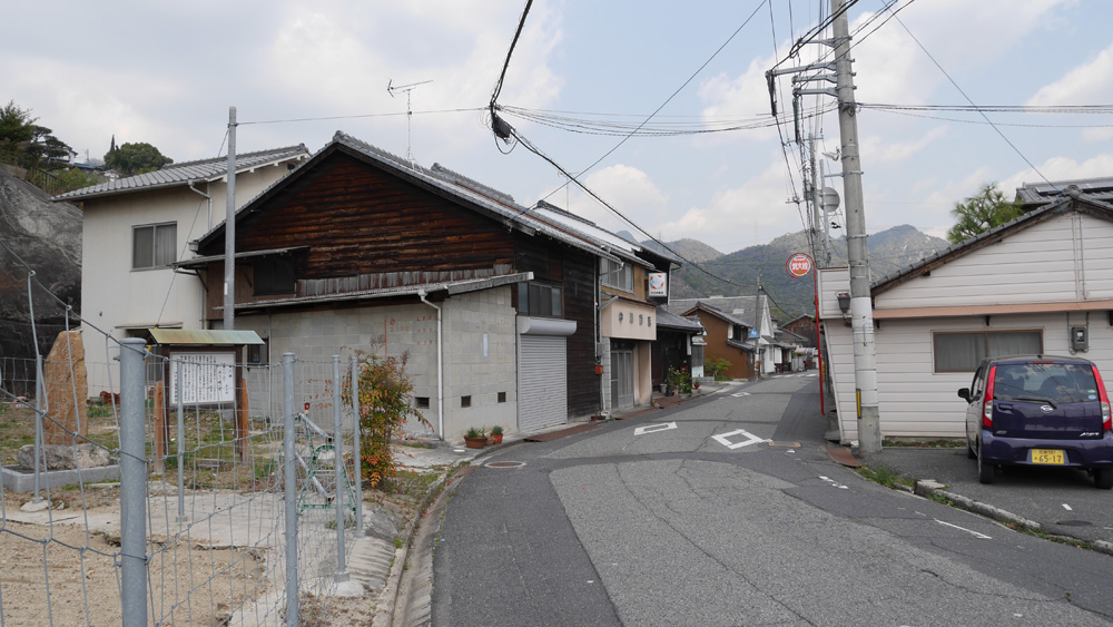 辛うじて生き残った小方の町並_d0328255_2010322.jpg