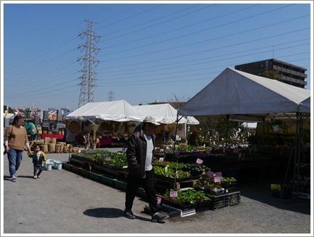 モーニングの後は地元のイベントでお散歩とお買い物\(>∀<)/_b0175688_00542208.jpg