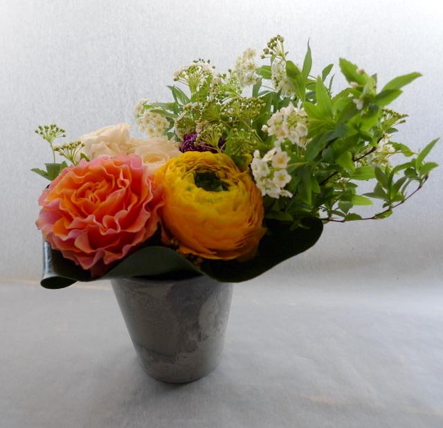 送別用。女性に。砂川市に発送。「黄色、オレンジ、白、グリーン等で」。_b0171193_22014426.jpg