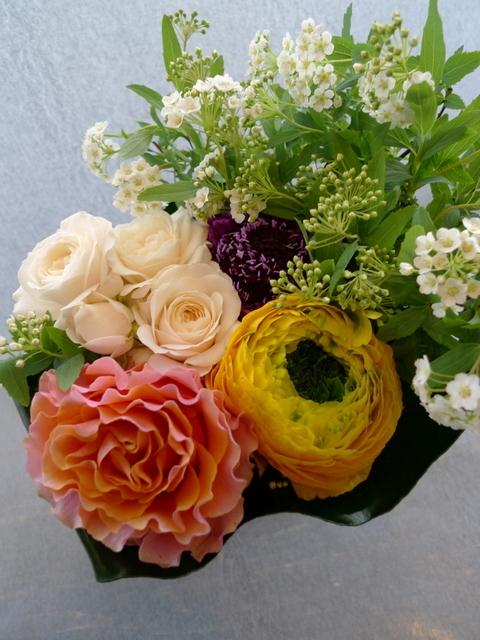 送別用。女性に。砂川市に発送。「黄色、オレンジ、白、グリーン等で」。_b0171193_22020337.jpg