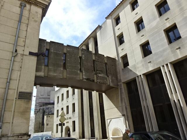 建物を繋ぐ渡り廊下 (フランス編)