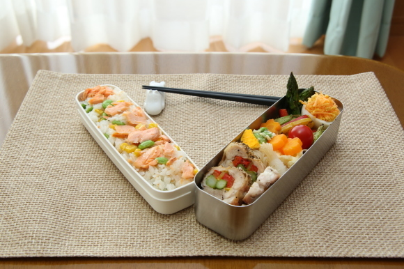 カラフルチキングリル弁当&手毬風寿司と日本酒のおつまみ。_c0326245_11252461.jpg