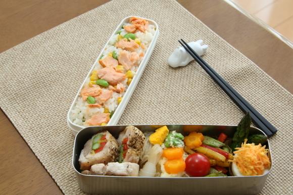 カラフルチキングリル弁当&手毬風寿司と日本酒のおつまみ。_c0326245_11255169.jpg