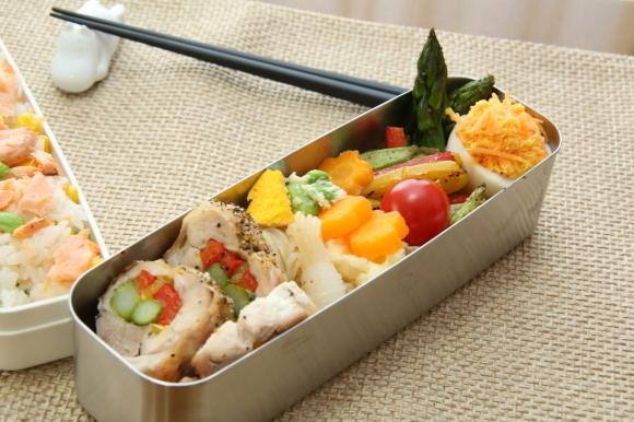 カラフルチキングリル弁当&手毬風寿司と日本酒のおつまみ。_c0326245_11261177.jpg
