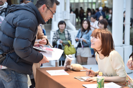 発売記念初日!ラゾーナ川崎ありがとう!!_e0261371_15540958.jpg