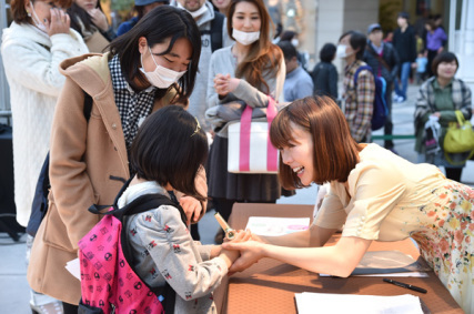 発売記念初日!ラゾーナ川崎ありがとう!!_e0261371_15565127.jpg