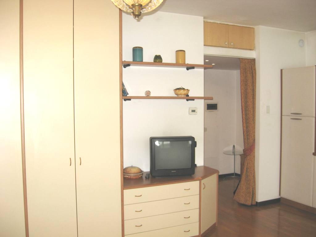 2015ミラノサローネのホテルをお探しの方、アパートの空きあります(3月31日現在)_c0061896_632851.jpg