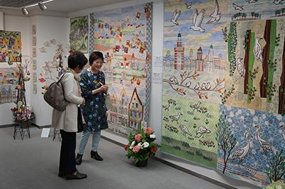 沢田淳子パッチワークキルト展が開催中です。_f0171840_10053573.jpg