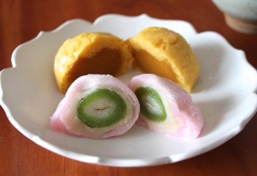 味は違うけど、春色の和菓子_d0106242_10480667.jpg