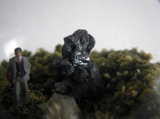Arakiさんの個展にて販売予定の鉱物ジオラマ電球(置き型)4点_f0280238_21213980.jpg