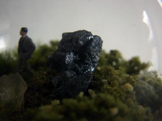 Arakiさんの個展にて販売予定の鉱物ジオラマ電球(置き型)4点_f0280238_21214046.jpg