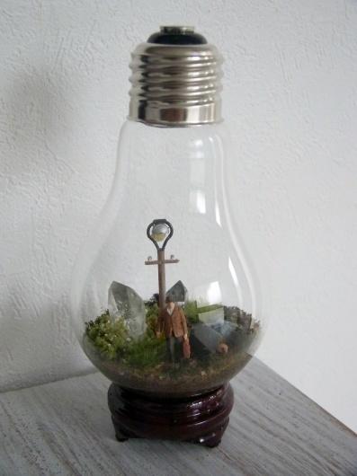 Arakiさんの個展にて販売予定の鉱物ジオラマ電球(置き型)4点_f0280238_21220862.jpg