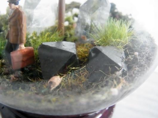 Arakiさんの個展にて販売予定の鉱物ジオラマ電球(置き型)4点_f0280238_21223663.jpg