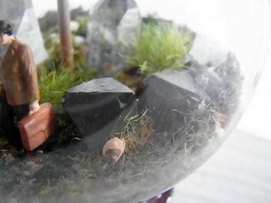 Arakiさんの個展にて販売予定の鉱物ジオラマ電球(置き型)4点_f0280238_21223721.jpg