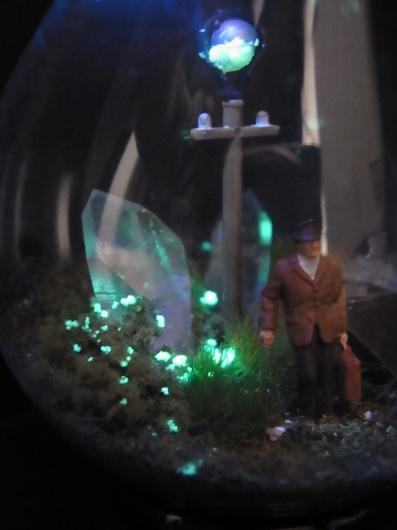 Arakiさんの個展にて販売予定の鉱物ジオラマ電球(置き型)4点_f0280238_21231030.jpg