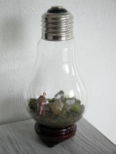Arakiさんの個展にて販売予定の鉱物ジオラマ電球(置き型)4点_f0280238_21231327.jpg