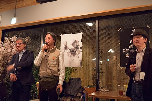 今夜は写真集食堂「めぐたま」で、小川義文氏の「春の夜のお花見会」へ!_b0194208_035849.jpg