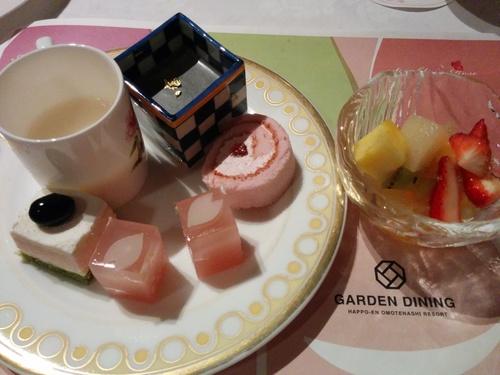 老舗シャトー勝沼のワインと夜桜ビュッフェ@八芳園_e0123104_8571678.jpg