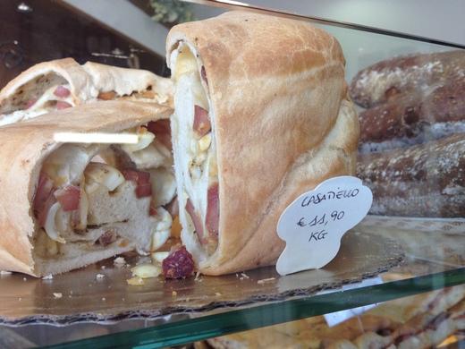サンジミで見つけた美味しいナポリのイースター_a0136671_453595.jpg