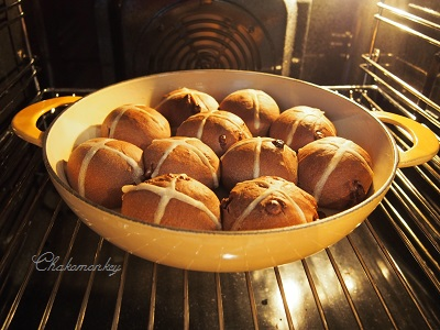 Hot Cross Bunsを焼く_f0238789_45737100.jpg
