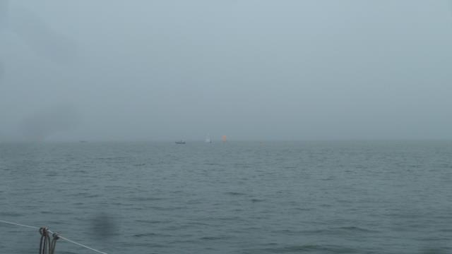 ハッキリしない天気。_f0166694_17232883.jpg