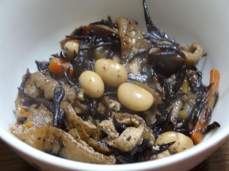 鶏モモ肉のソテー、ひじき煮、カレー、煮豆、焼売、白菜の煮物です。_c0225997_18342785.jpg