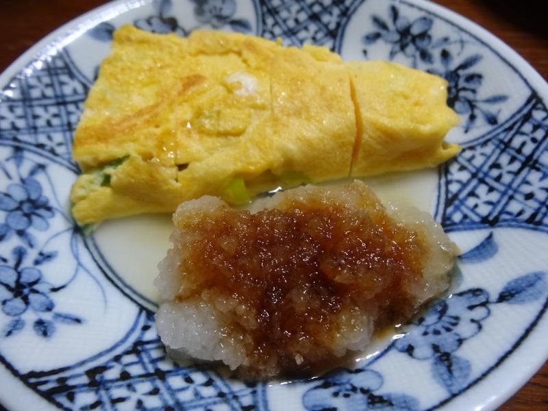 玉子焼き、茄子とピーマンの甘味噌炒め、キムチ納豆、天麩羅と饂飩、コールスロー、レトルトのカレーです。_c0225997_21292920.jpg