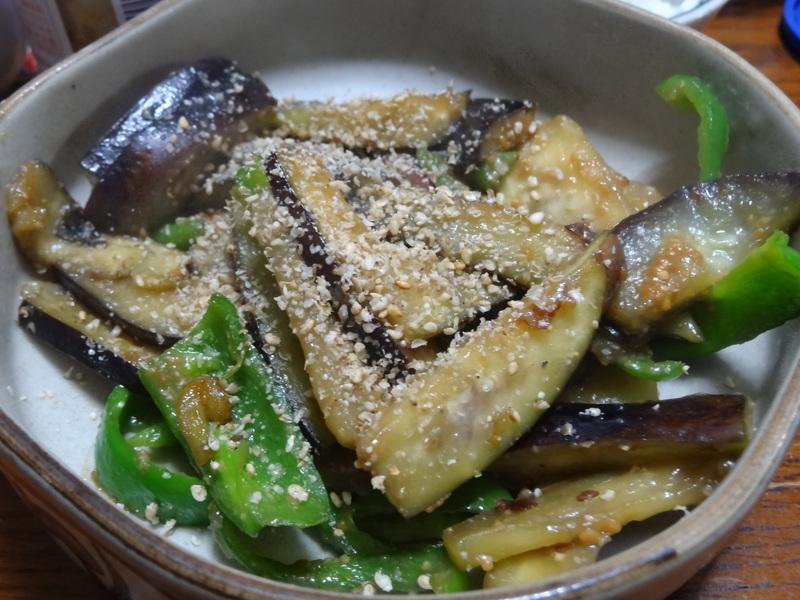 玉子焼き、茄子とピーマンの甘味噌炒め、キムチ納豆、天麩羅と饂飩、コールスロー、レトルトのカレーです。_c0225997_21323373.jpg