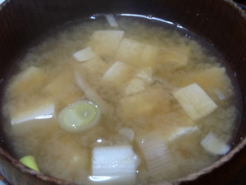 玉子焼き、茄子とピーマンの甘味噌炒め、キムチ納豆、天麩羅と饂飩、コールスロー、レトルトのカレーです。_c0225997_21443073.jpg