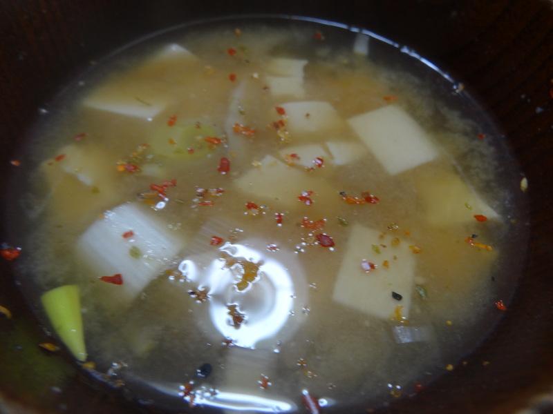 玉子焼き、茄子とピーマンの甘味噌炒め、キムチ納豆、天麩羅と饂飩、コールスロー、レトルトのカレーです。_c0225997_21453615.jpg
