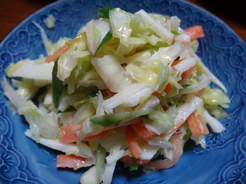 玉子焼き、茄子とピーマンの甘味噌炒め、キムチ納豆、天麩羅と饂飩、コールスロー、レトルトのカレーです。_c0225997_21564920.jpg