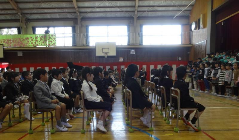 市内小学校で入学式_f0059673_1920398.jpg