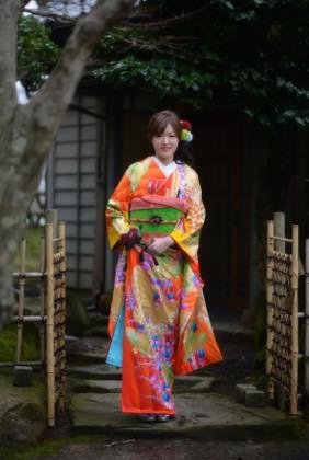 今は桜満開の久松公園......撮影は仁風閣を...._b0194185_23121093.jpg