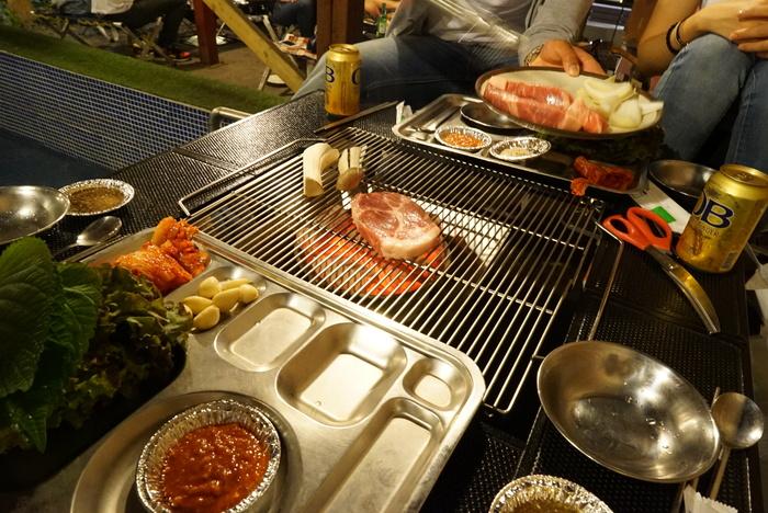 ソウルの弘大(ホンデ)でBBQレストラン「BASE CAMP]とマッコリバー「ニューヨークマッコリ」。_a0223786_9315839.jpg
