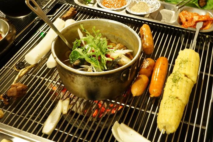 ソウルの弘大(ホンデ)でBBQレストラン「BASE CAMP]とマッコリバー「ニューヨークマッコリ」。_a0223786_932460.jpg