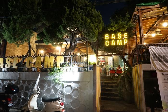 ソウルの弘大(ホンデ)でBBQレストラン「BASE CAMP]とマッコリバー「ニューヨークマッコリ」。_a0223786_9333037.jpg