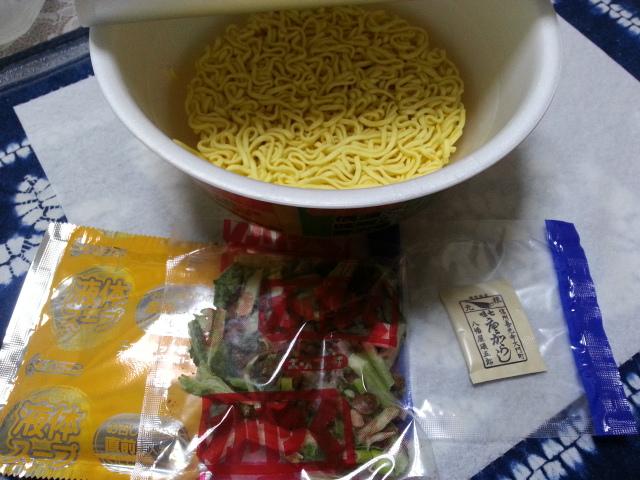 松本遠征戦利品 エースコック 信濃では味噌と七味と野沢菜らーめん みそ味 ¥288_b0042308_23205516.jpg
