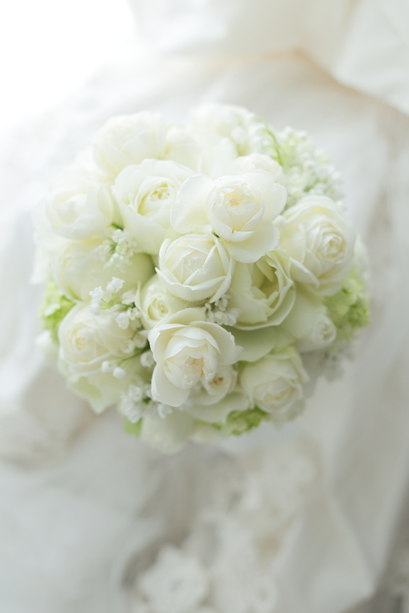 ラウンドブーケ パレスホテル立川様へ カップ咲きのバラとスズランで_a0042928_23253420.jpg