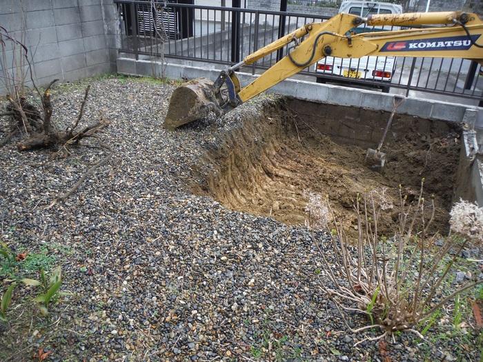 2台分の駐車場 ~ 解体、掘削_d0165368_1761176.jpg