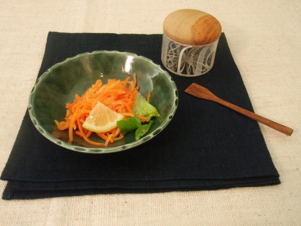 増渕篤宥さんの青い鉢で_b0132442_17210217.jpg