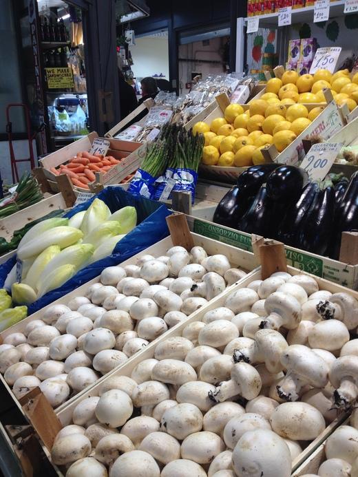 中央市場、キノコ屋のマッシモ_a0136671_1334711.jpg