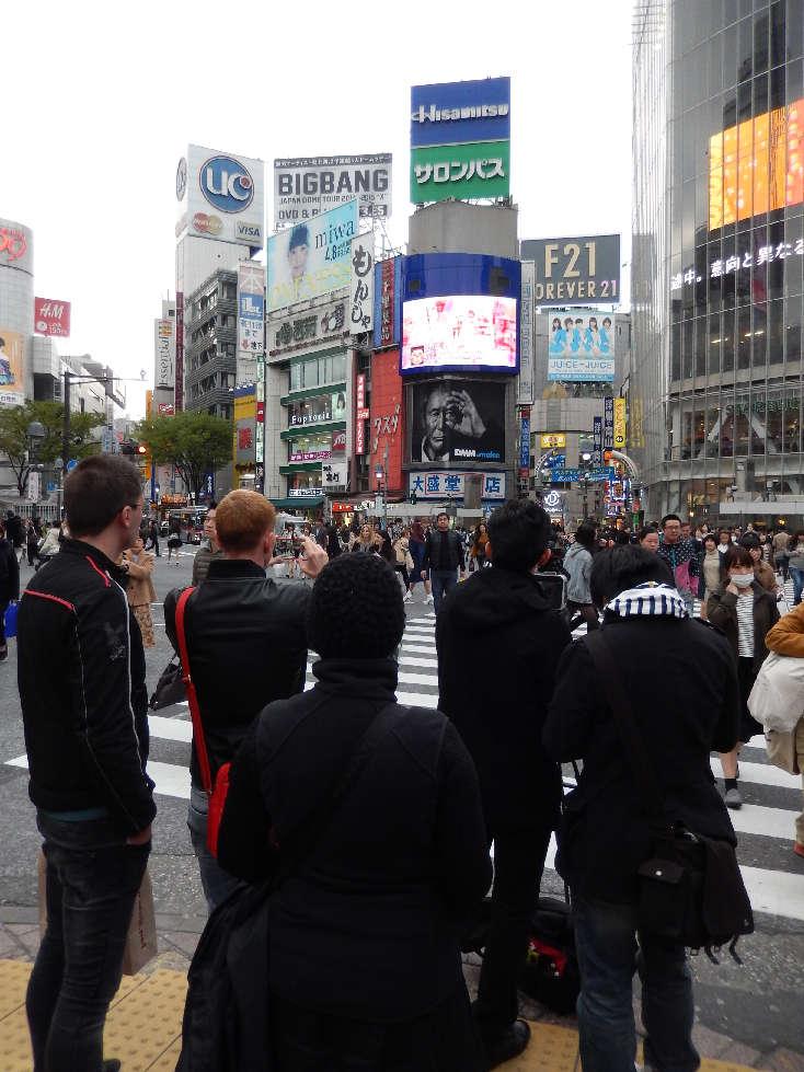 イースター休みに渋谷スクランブル交差点に出没した外国人をシューティング_b0235153_11573419.jpg