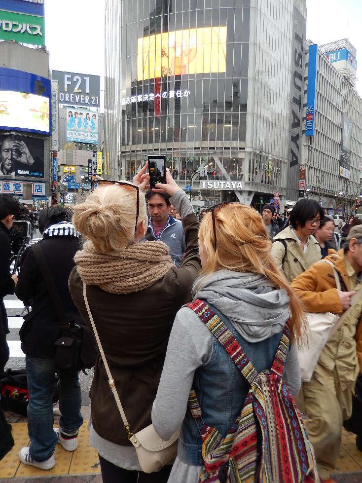 イースター休みに渋谷スクランブル交差点に出没した外国人をシューティング_b0235153_11580100.jpg