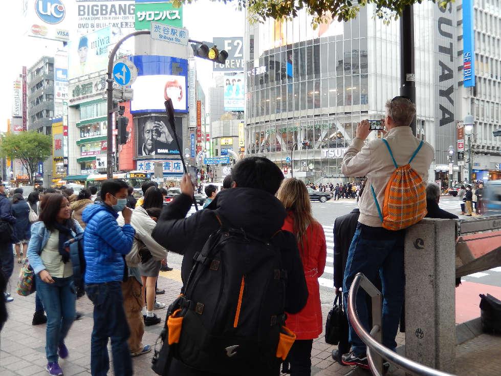 イースター休みに渋谷スクランブル交差点に出没した外国人をシューティング_b0235153_11582052.jpg