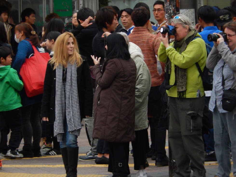 イースター休みに渋谷スクランブル交差点に出没した外国人をシューティング_b0235153_11593985.jpg