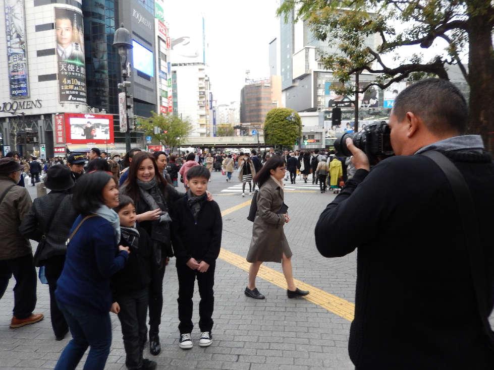 イースター休みに渋谷スクランブル交差点に出没した外国人をシューティング_b0235153_1201910.jpg